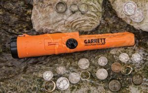 How To Use A Metal Detecting Pinpointer